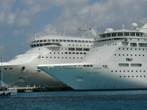 Crown and Arcadia in Cozumel =300 pixels